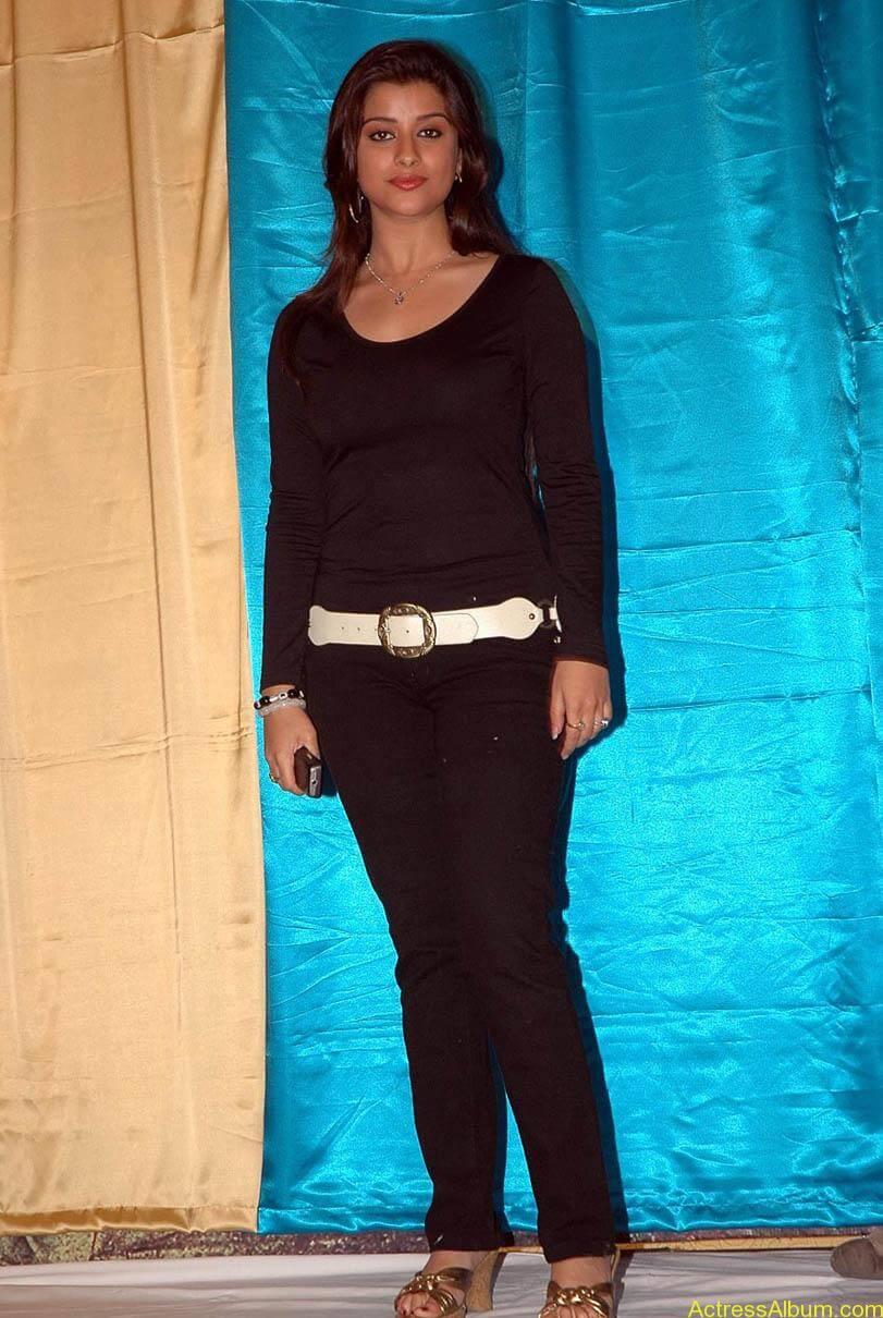 Madhurima hot photos stills in black t-shirt (25)