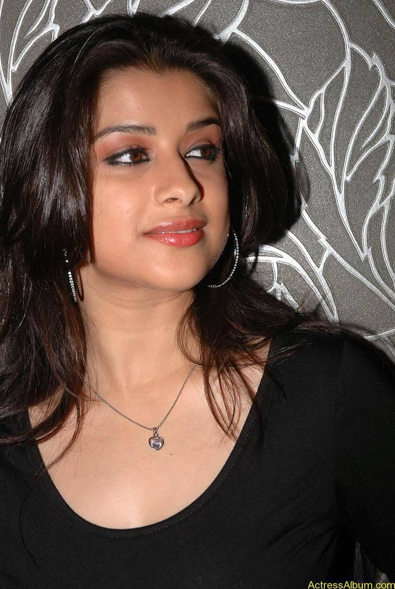 Madhurima hot photos stills in black t-shirt (5)