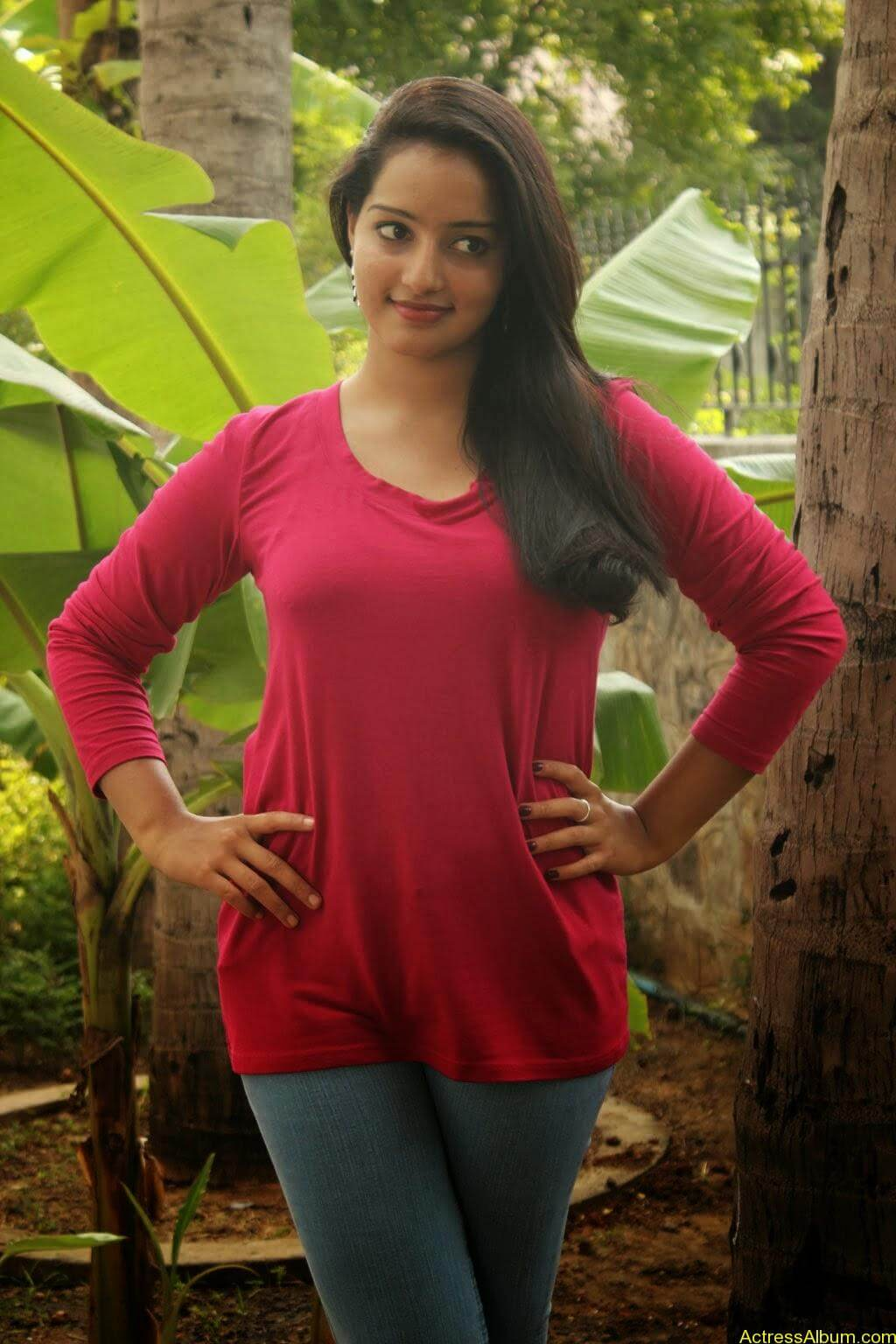 Malavika Menon hot stills (2)