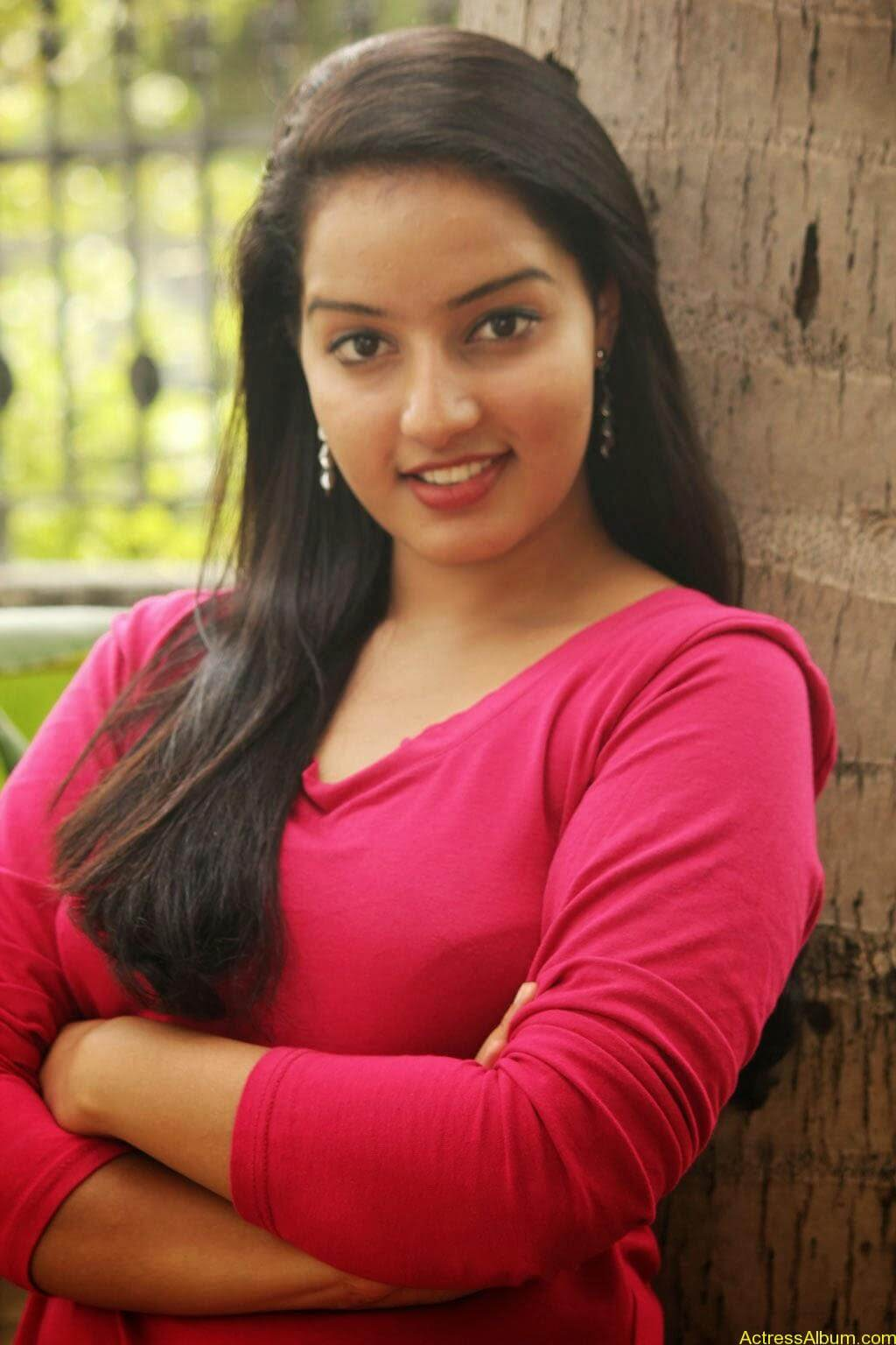 Malavika Menon hot stills (4)