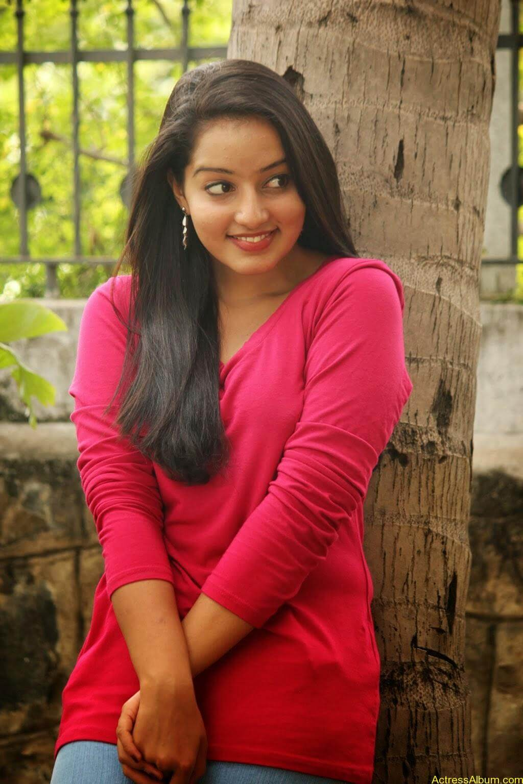 Malavika Menon hot stills (5)