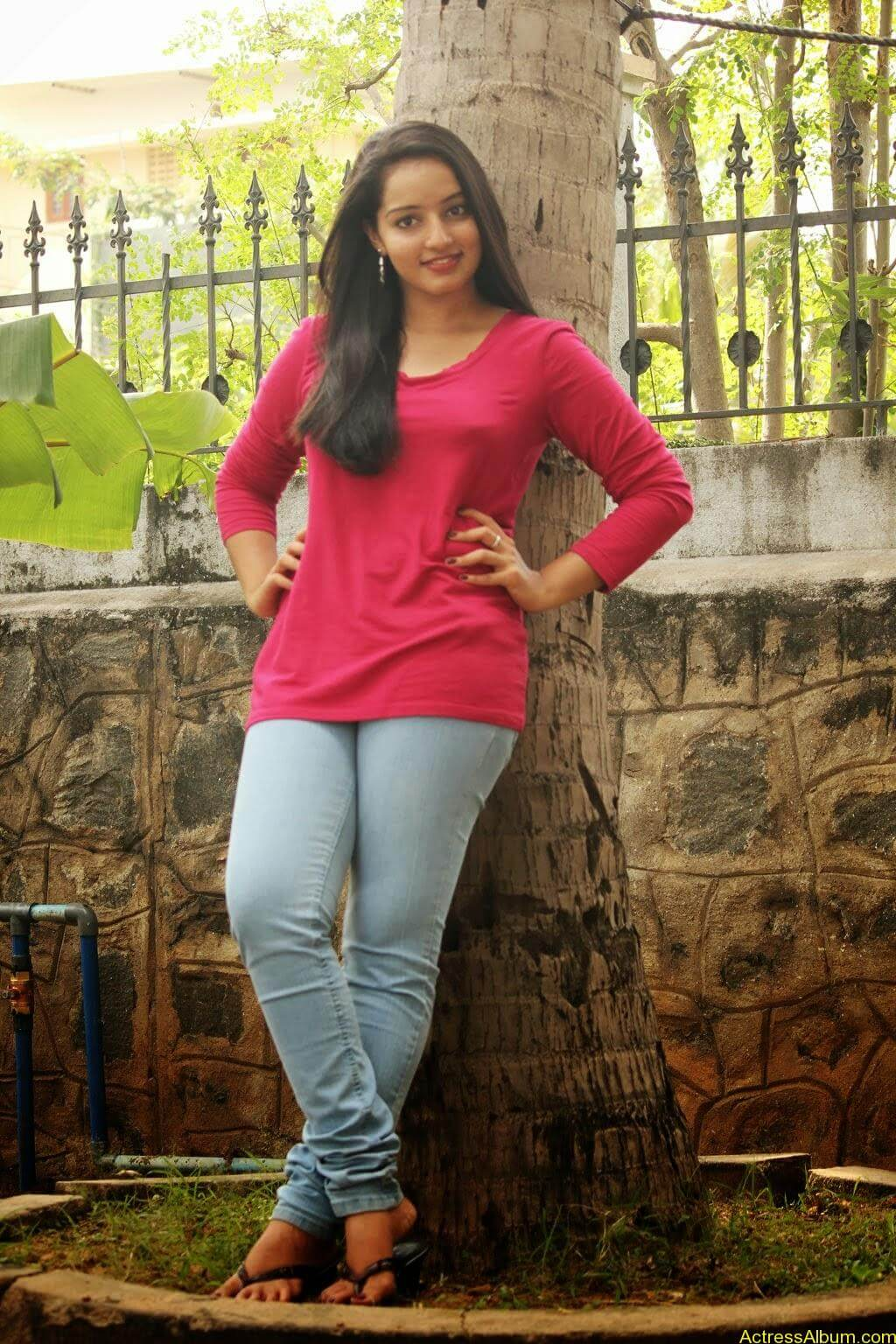 Malavika Menon hot stills (6)