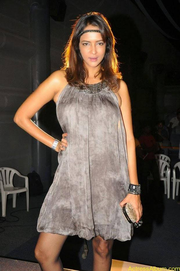 Manchu Lakshmi Latest Hot Photos (1)