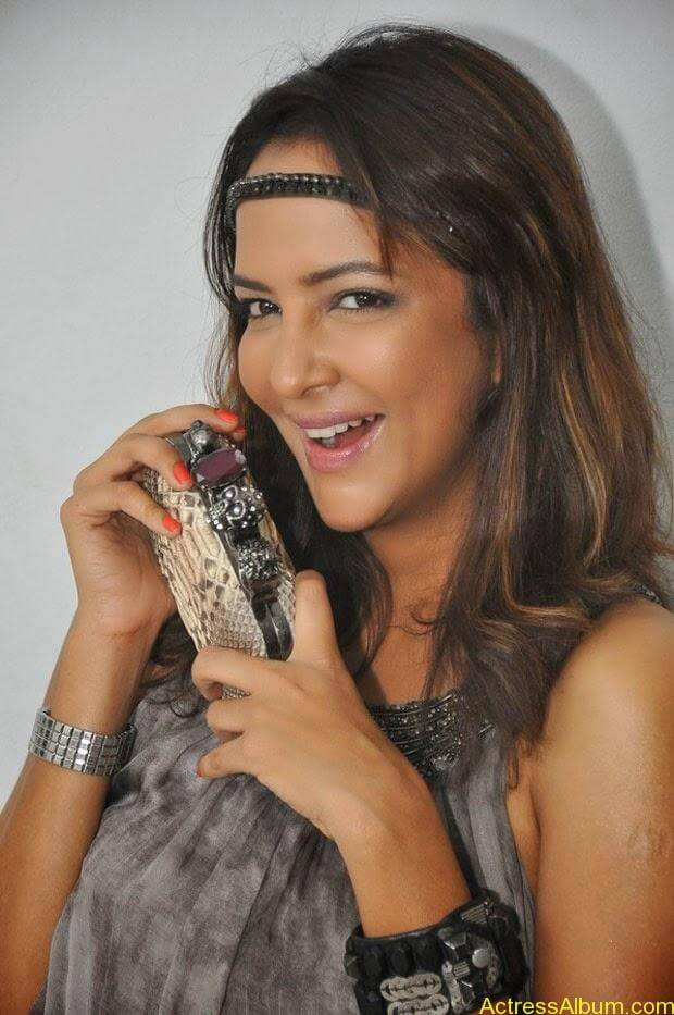 Manchu Lakshmi Latest Hot Photos (16)