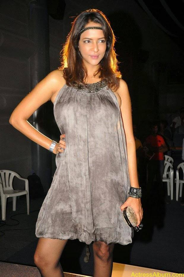 Manchu Lakshmi Latest Hot Photos (2)