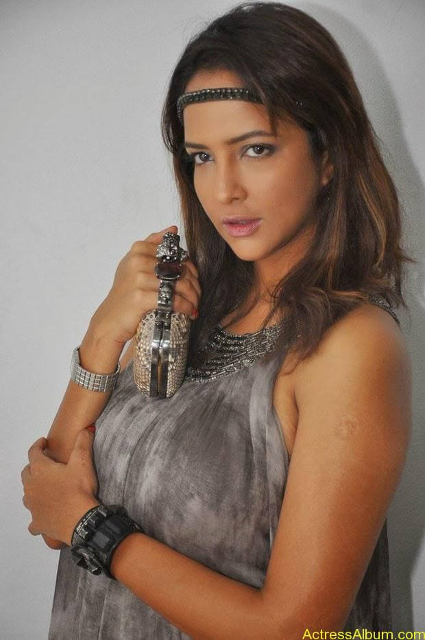 Manchu Lakshmi Latest Hot Photos (8)