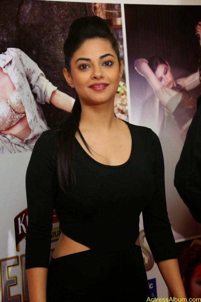 Meera chopra hot stills (1)