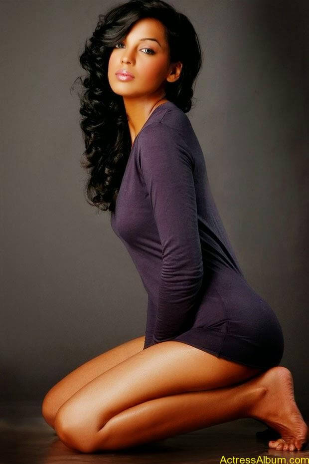Mugdha Godse top 10 hot and spicy photo shoot (10)