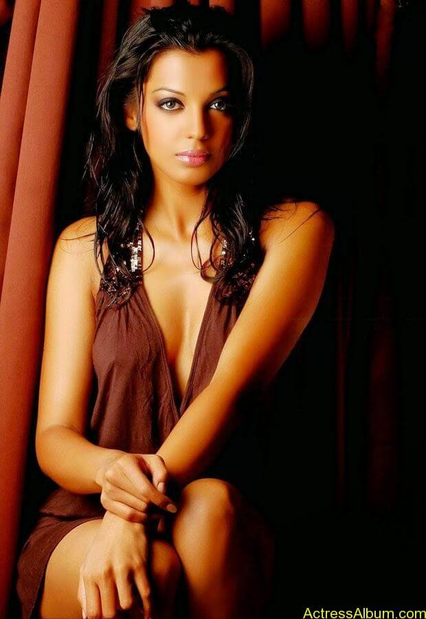 Mugdha Godse top 10 hot and spicy photo shoot (9)