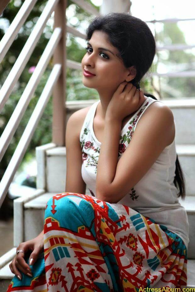 Naveena hot and spicy photo shoot (6)
