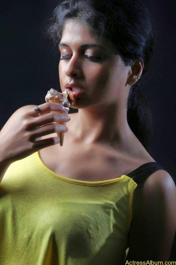 Naveena hot and spicy photo shoot (7)