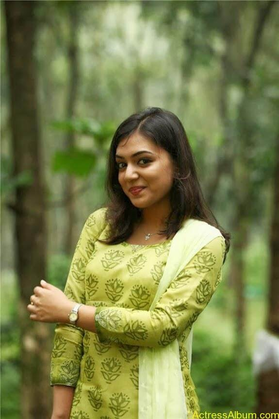 Nazriya nazim latest hot photos stills (7)