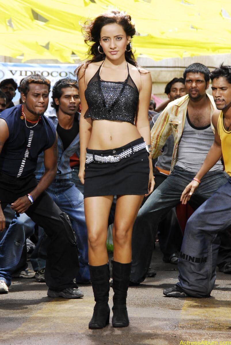 Neha Sharma hot stills (12)