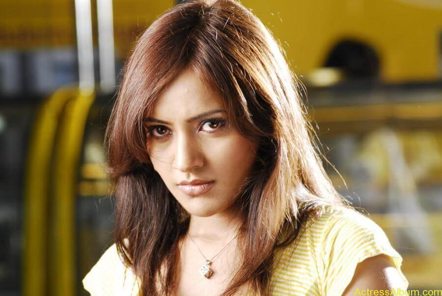 Neha Sharma hot stills (15)