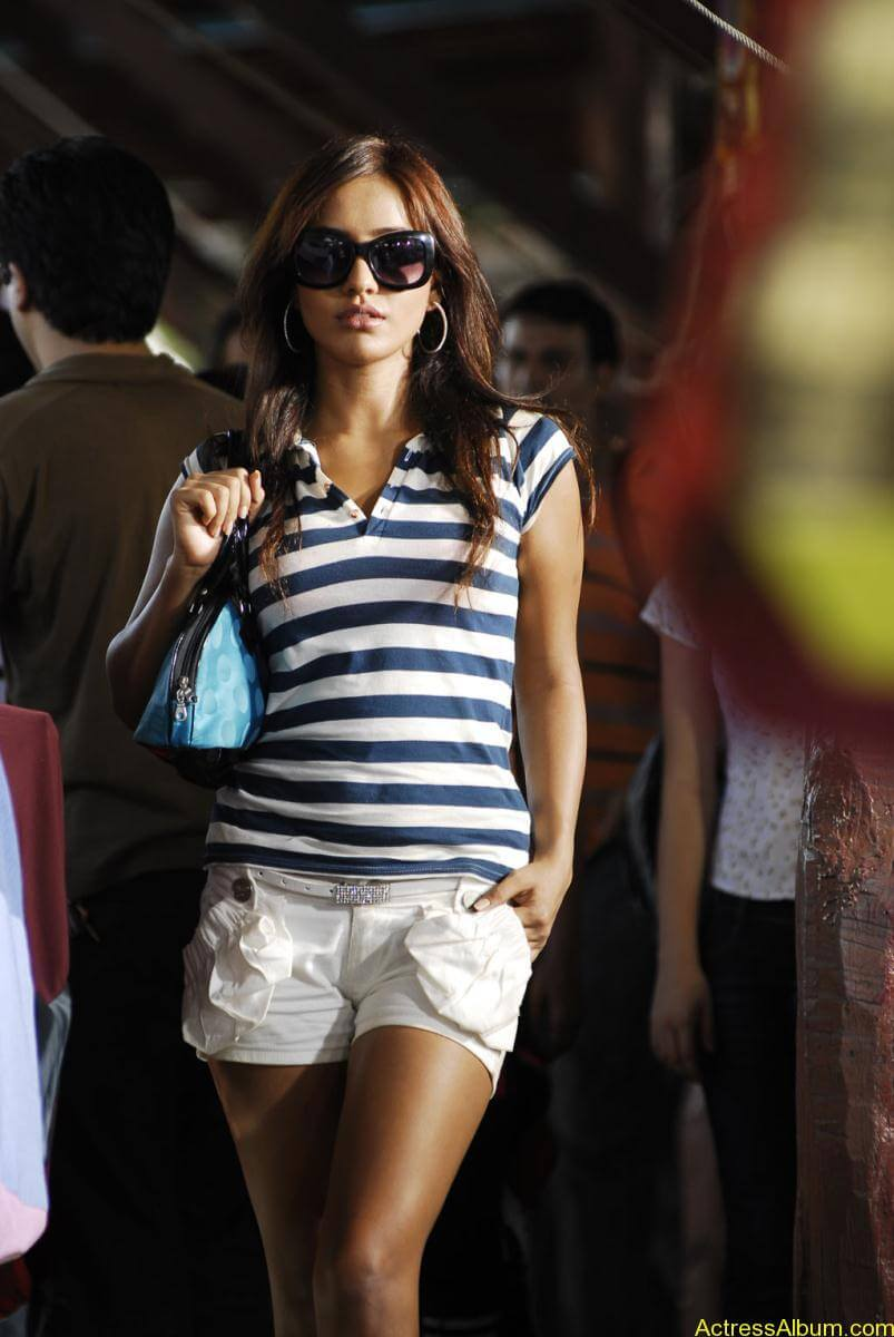Neha Sharma hot stills (5)