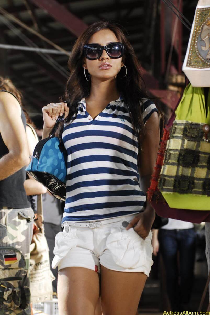 Neha Sharma hot stills (6)