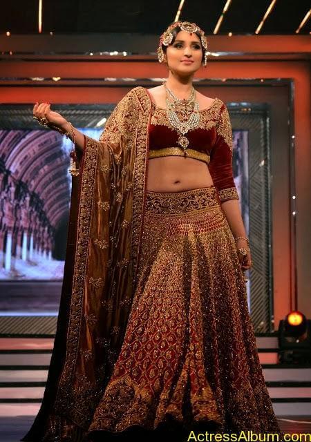 Parineeti Chopra Latest Hot Navel Stills
