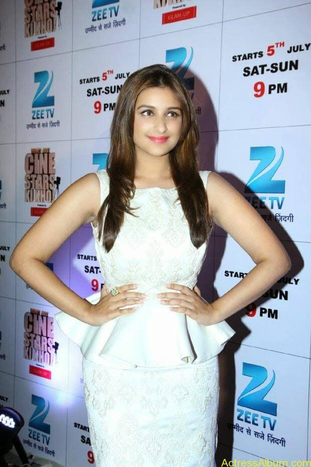 Parineeti Chopra latest hot photos (2)