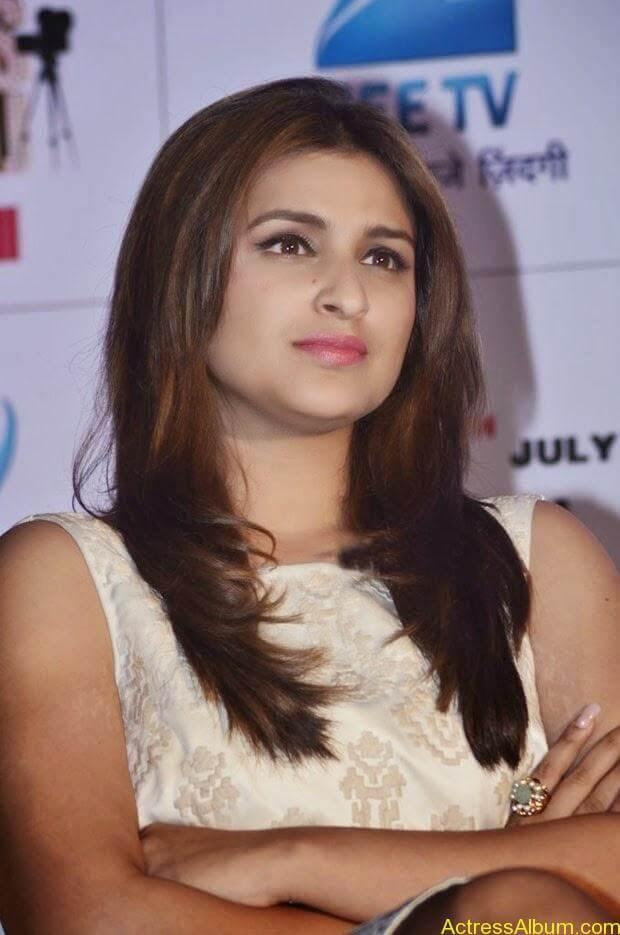 Parineeti Chopra latest hot photos (4)