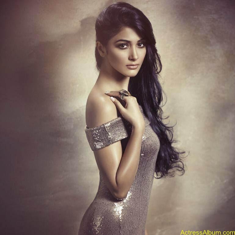 Pooja Hegde Hot FACEBOOK Pics