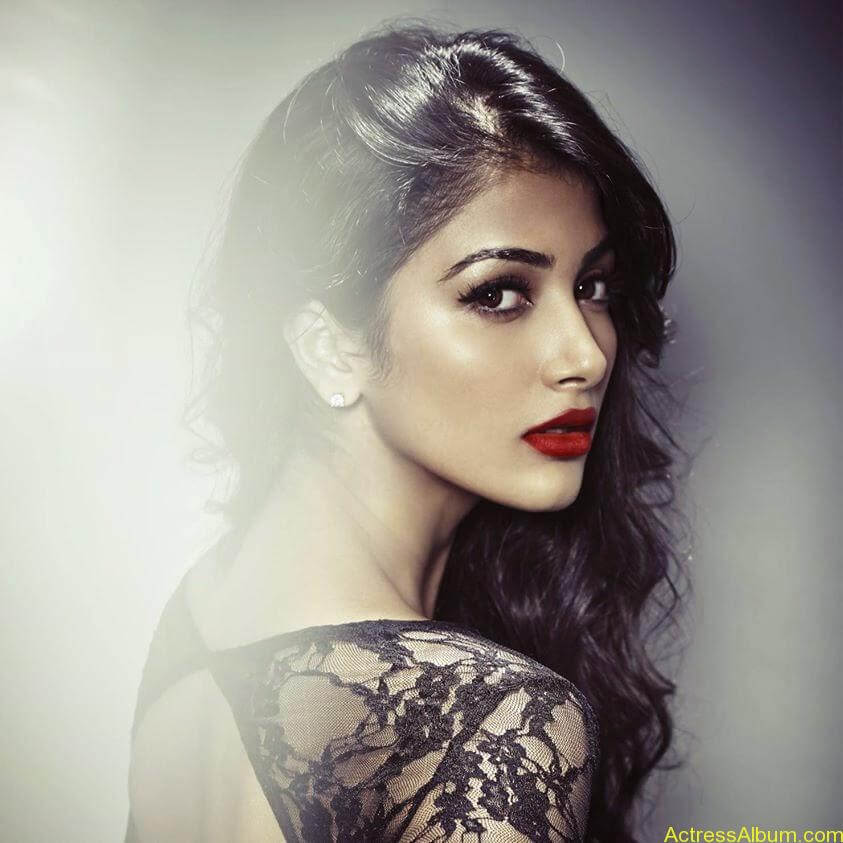 Pooja Hegde Hot FACEBOOK Pics10
