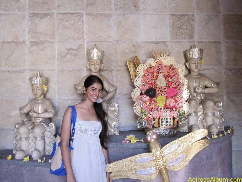 Pooja Hegde Hot FACEBOOK Pics3