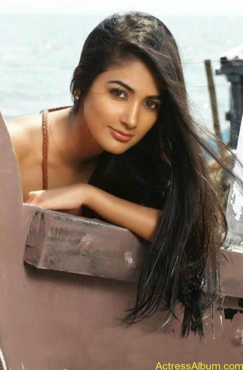 Pooja Hegde Hot FACEBOOK Pics4