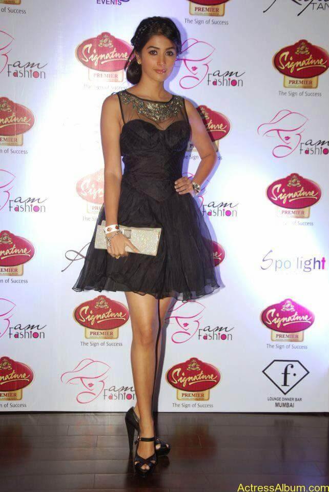 Pooja Hegde Hot FACEBOOK Pics5