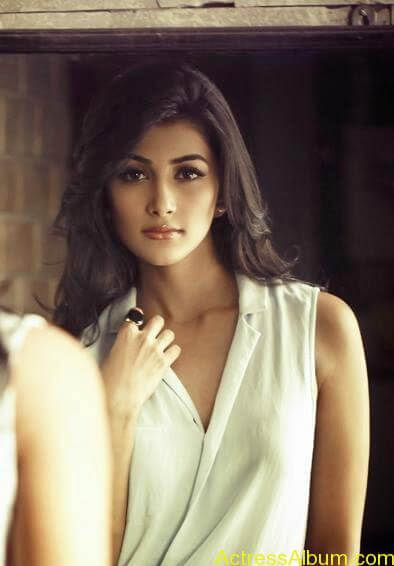 Pooja Hegde Hot FACEBOOK Pics9