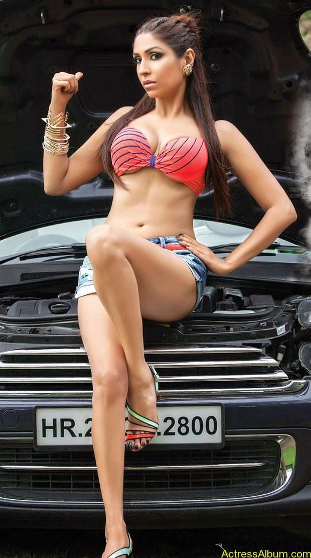 Pooja Misrra for fhm (1)