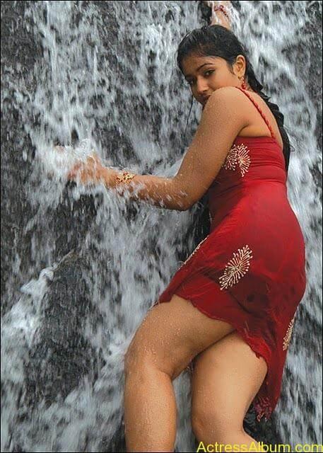 Poonam bhajwa swimsuit pics 1