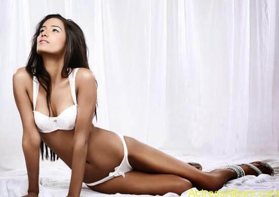 Poonam Pandey Hot Bikini Pictures 3