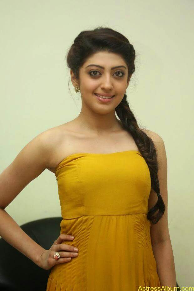 Praneetha new look in yellow topless (1)