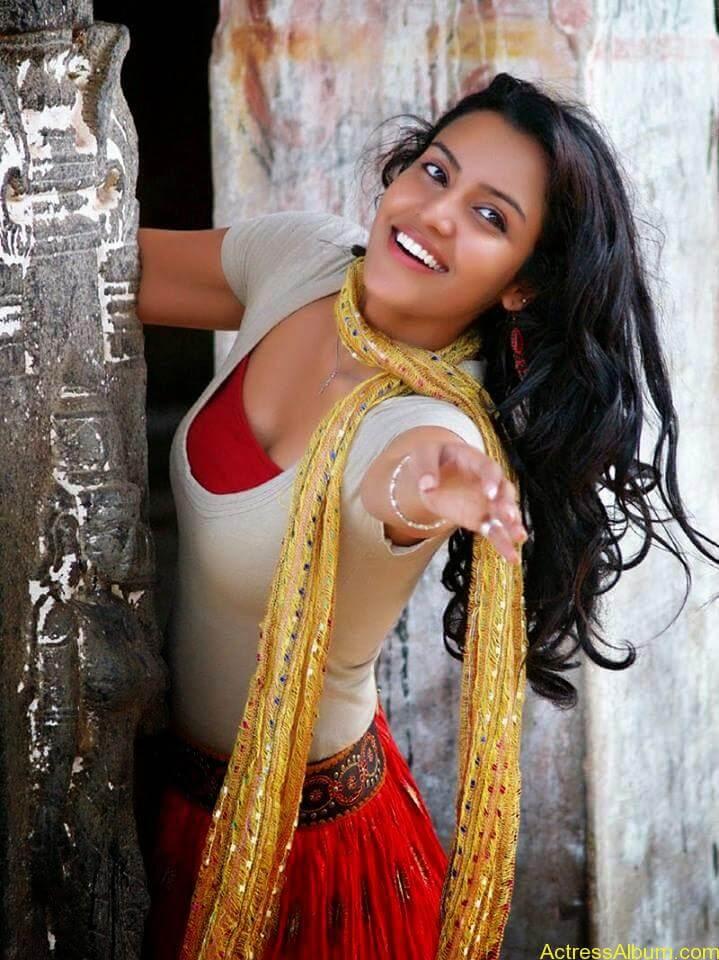 Priya anand latest hot stills (1)