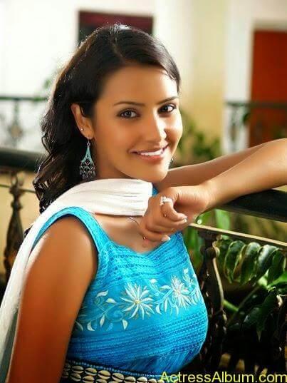 Priya anand latest hot stills (2)