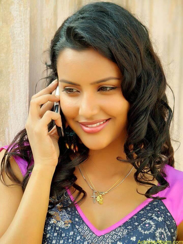 Priya anand latest hot stills (6)