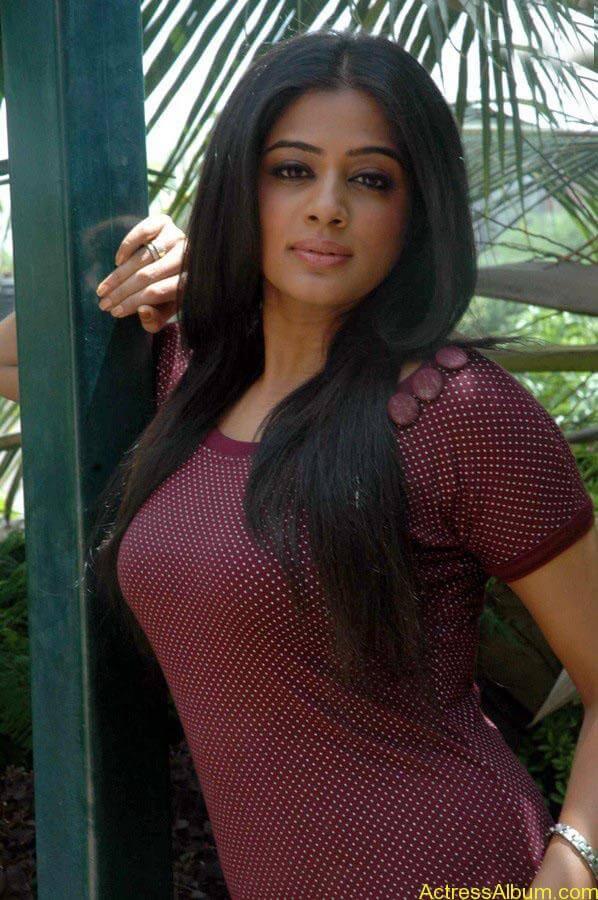 Priyamani hot glamour photos (1)