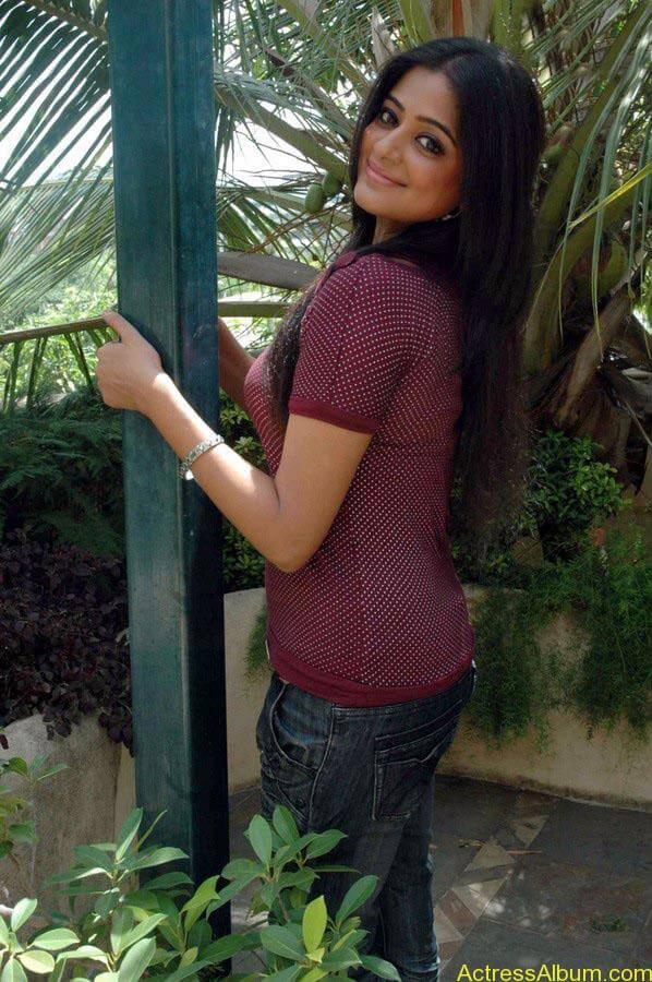 Priyamani hot glamour photos (13)