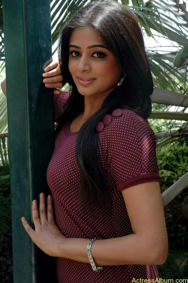 Priyamani hot glamour photos (2)