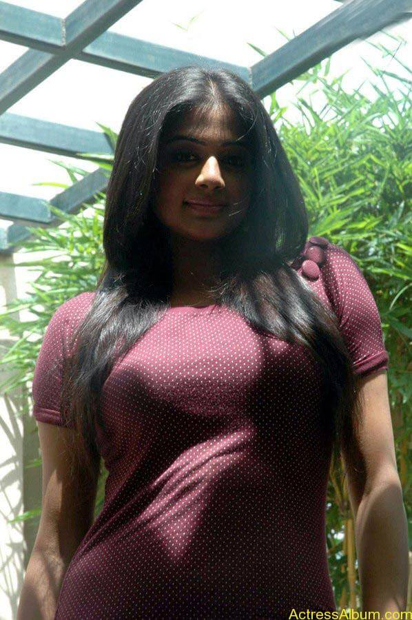 Priyamani hot glamour photos (4)