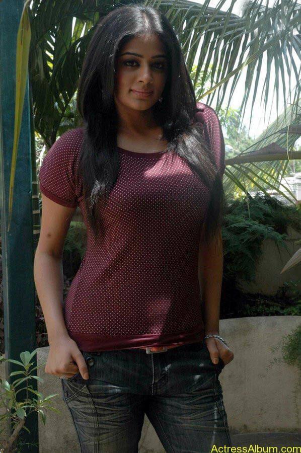 Priyamani hot glamour photos (7)