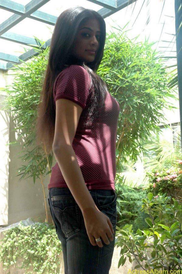 Priyamani hot glamour photos (9)