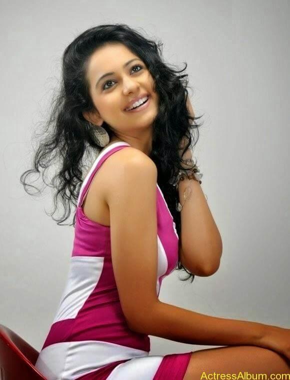 Rakul Preet Singh hot and spicy photo shoot (1)