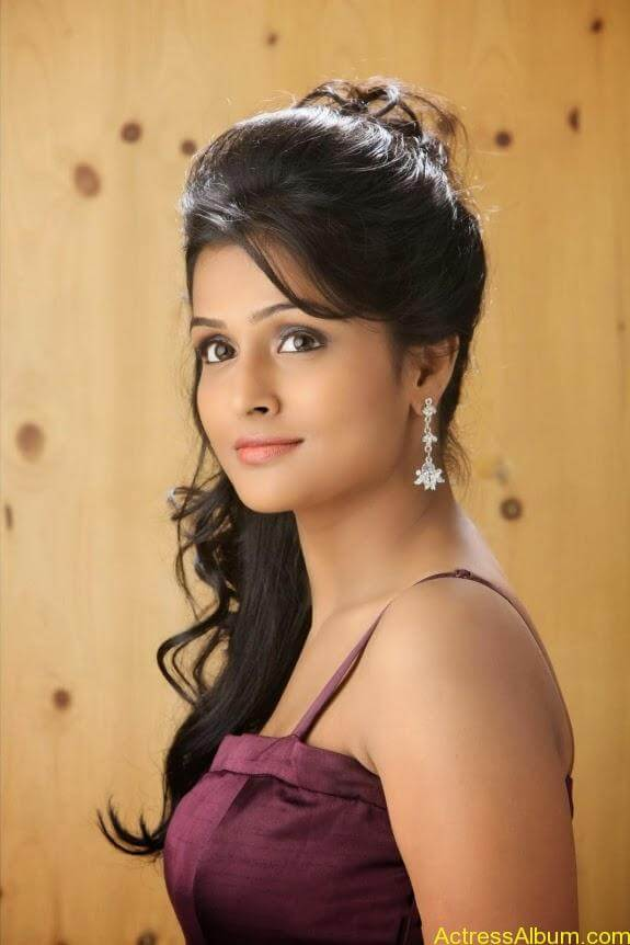Remya nambeesan cute hot photos stills (15)