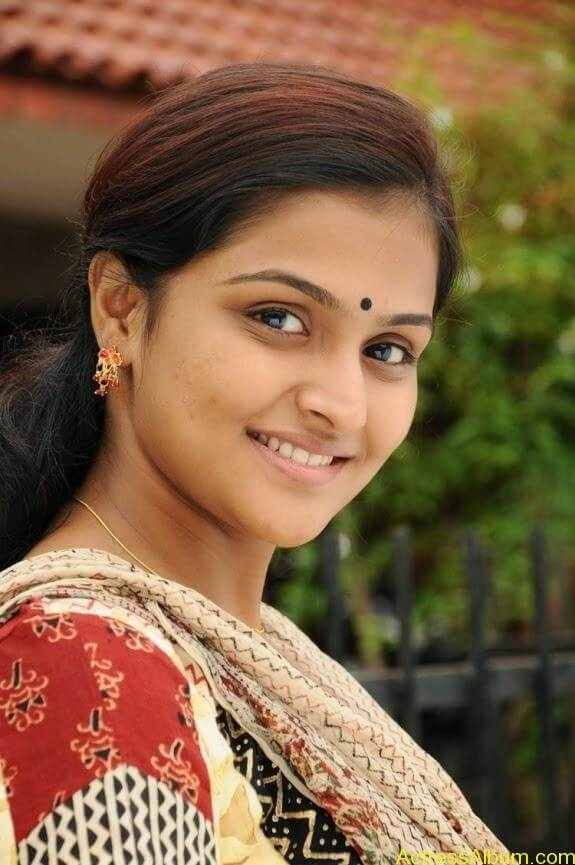 Remya nambeesan cute hot photos stills (19)