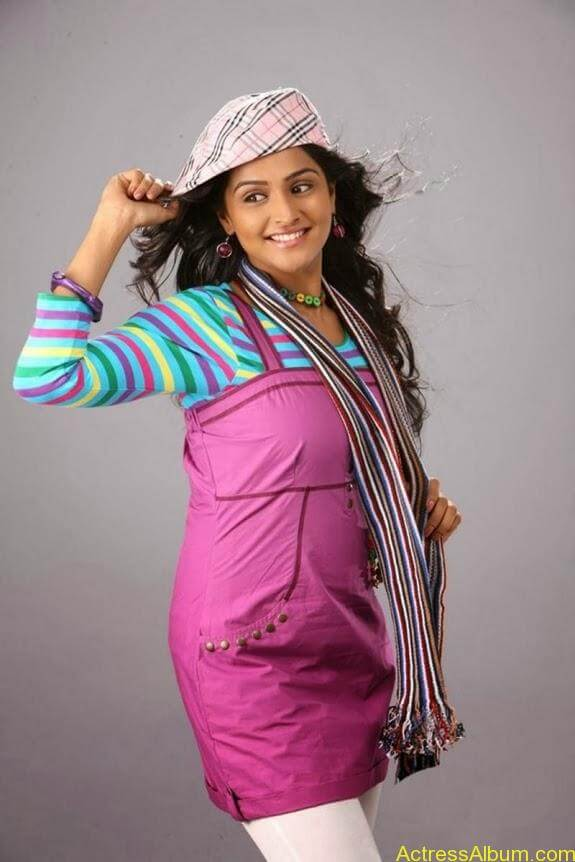 Remya nambeesan cute hot photos stills (20)
