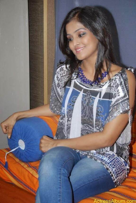 Remya nambeesan cute hot photos stills (5)