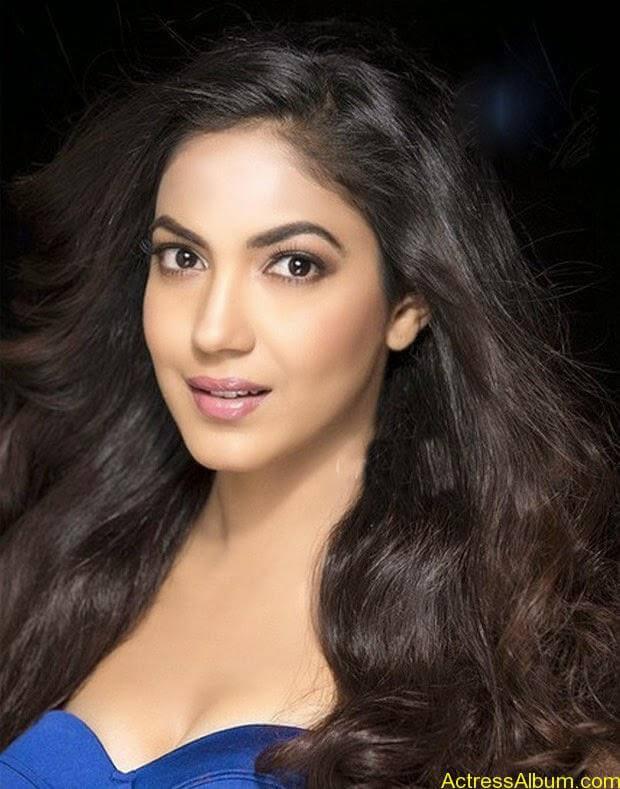 Ritu Varma half skirt hot pictures (4)