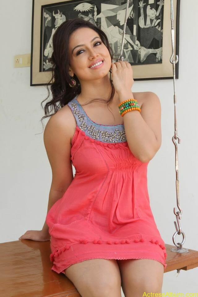 Sana khan latest hot glamour photos (12)