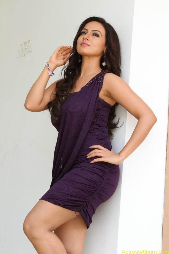 Sana khan latest hot glamour photos (14)